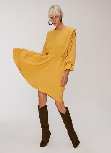 People By Fabrika Omuz Detaylı Elbise Hardal